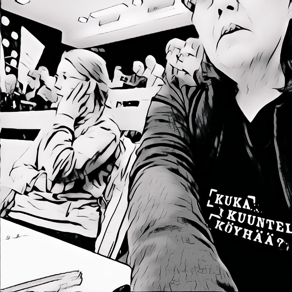 Kuva: Kuka kuuntelee köyhää Turku Hiljainen köyhyys 8.4.2019, kuva on luentosalista, mustavalkoinen sarjakuvamaisesti tyylitelty